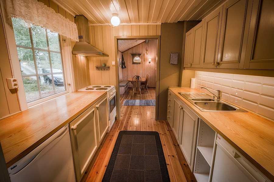 Blik von der Küche in den Wohnbereich