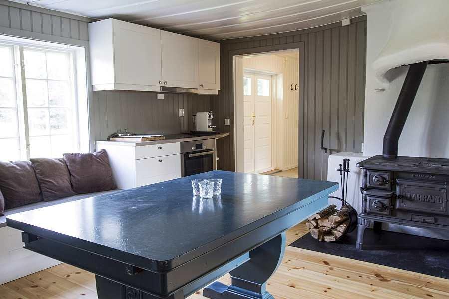 Die Küche ist komplett ausgestattet - vom modernen Induktionsherd bis zum Geschirrspüler ist alles vorhanden