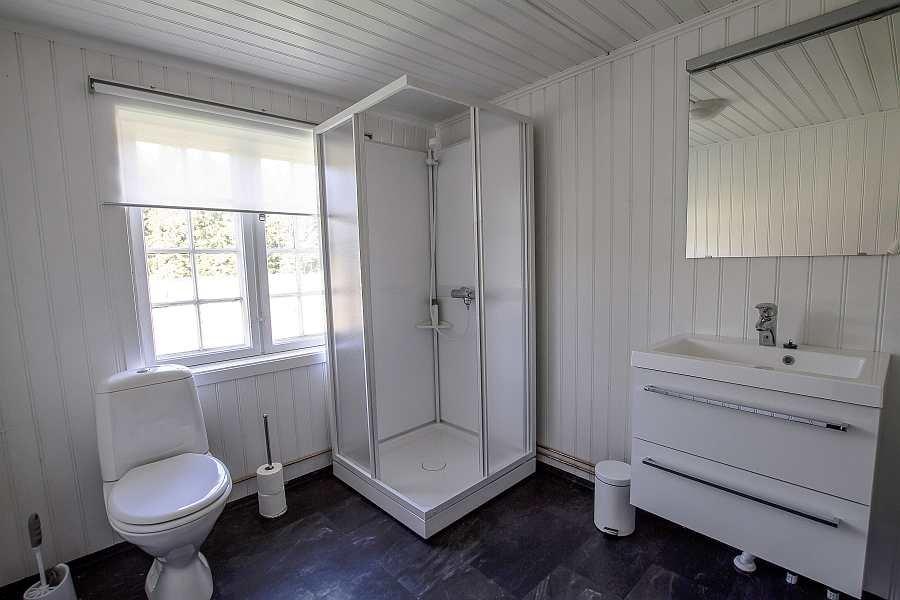Das geräumige Bad des Hauses