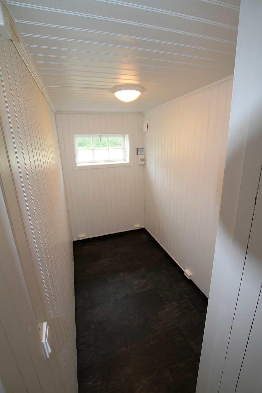 Gerade fertig renoviert - der Trockenraum für nasse Kleidung. Nun werden noch Haken und das Wärmegebläse sowie die Schuhtrockner installiert