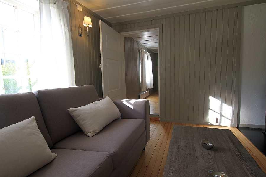Blick vom Wohnzimmer in das angrenzende separate Esszimmer