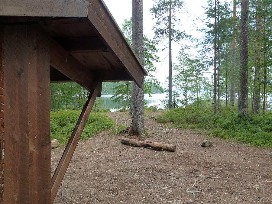 Das Grillhaus liegt nur wenige Meter vom Ufer des Sees Rømsjøen entfernt