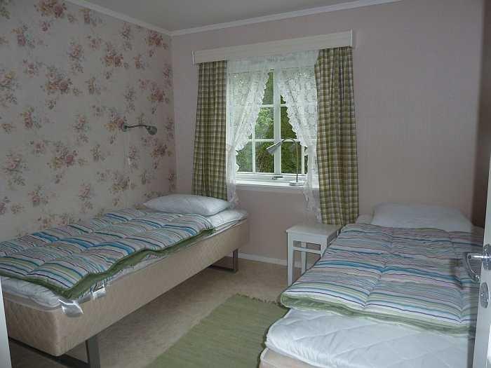 Schlafzimmer mit zwei Einzelbetten (zum Doppelbett zusammenstellbar)