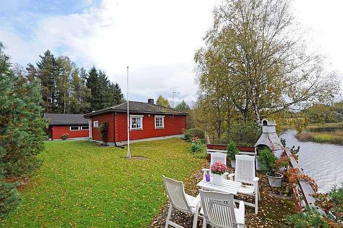 Das Ferienhaus Oddland liegt direkt am Ufer des Sees Skjeklesjoen