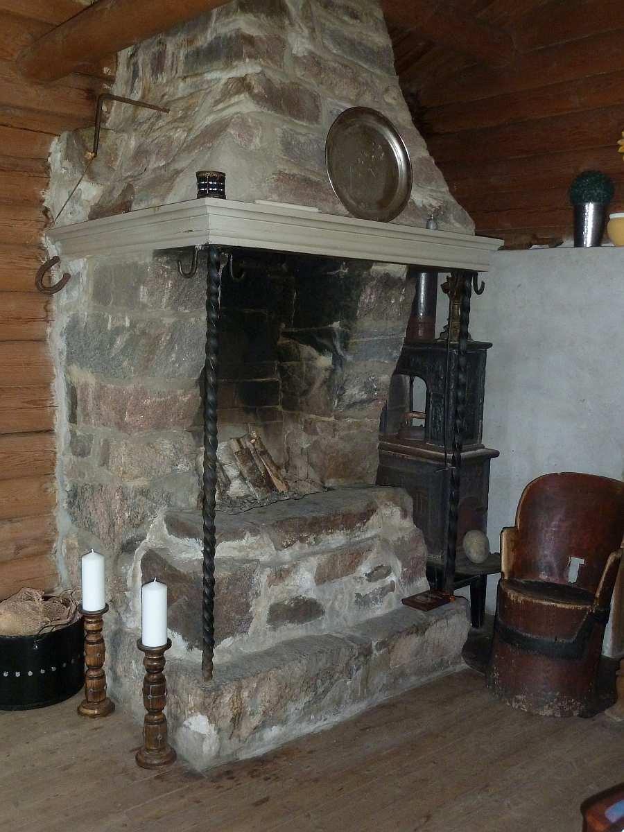 Der offene Kamin im Wohnzimmer sorgt für Behaglichkeit