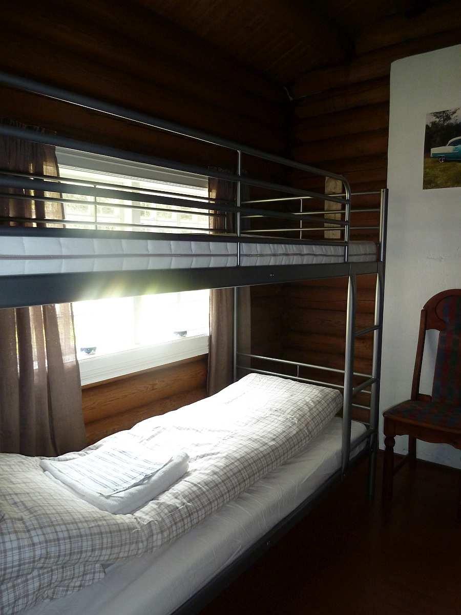 Das Schlafzimmer - hier sind 2 Etagenbetten vorhanden