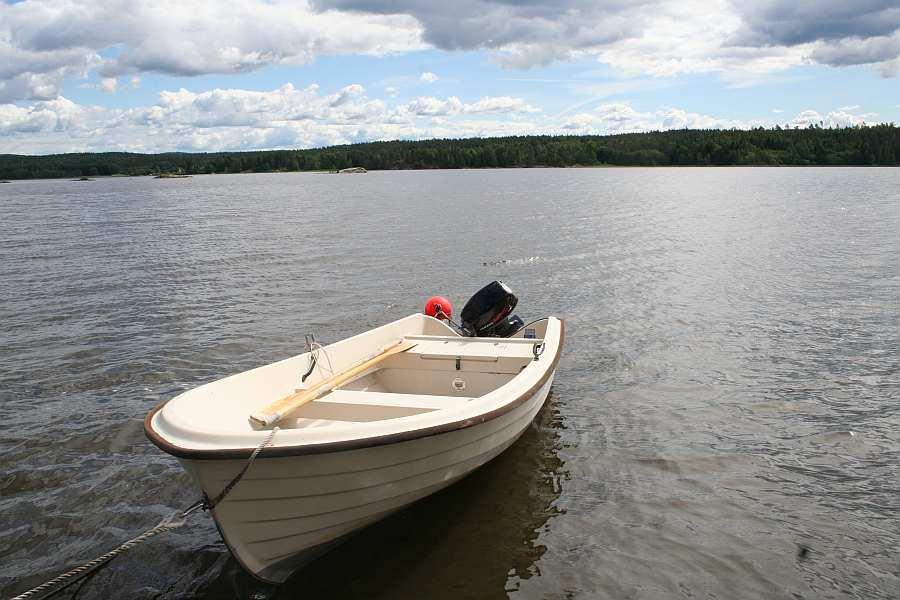 Bereits im Hauspreis enthalten: Angelboot 15 Fuß/8 PS, 4-Takter (Abb. ähnlich). Das Boot liegt direkt vor dem Haus