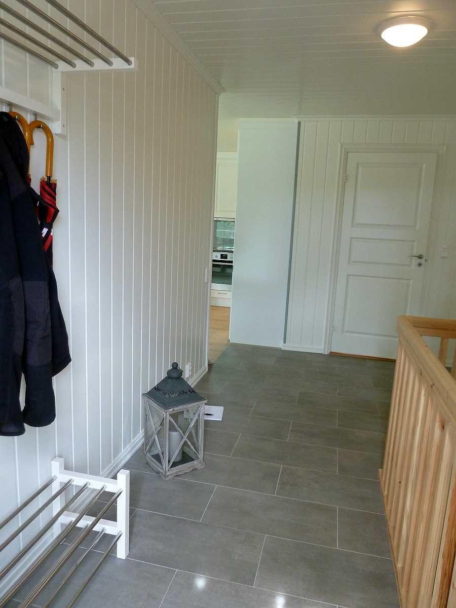 Der Flur im Eingangsbereich bietet viel Stauraum für Schuhe und Kleidung
