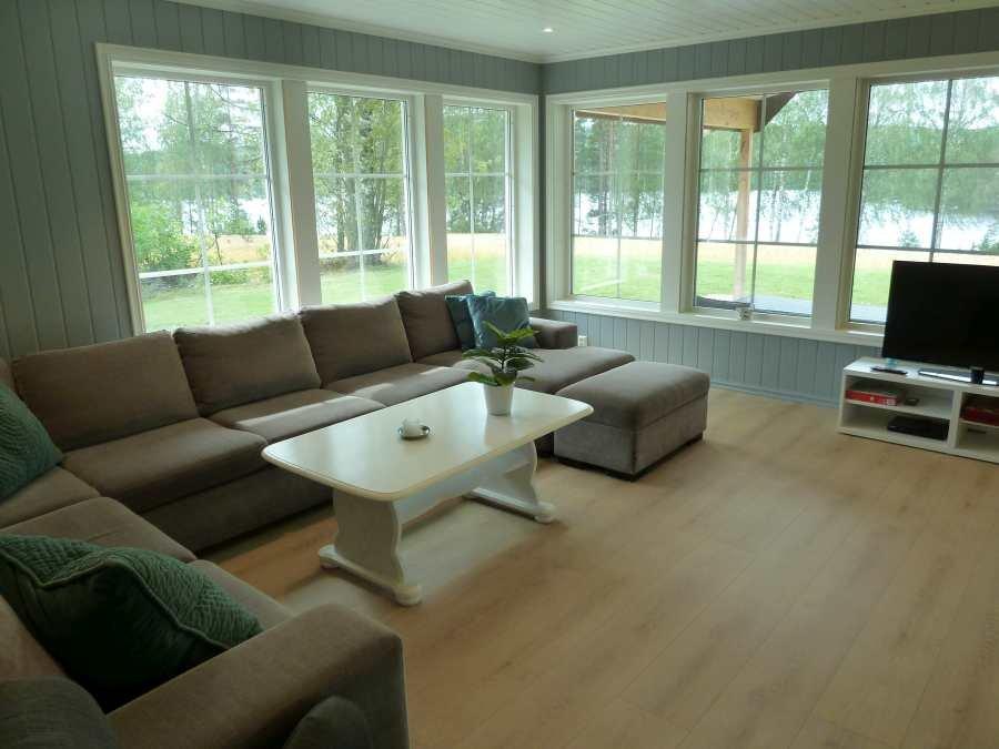 Die große Sitzecke im Wohnbereich. Sat-TV mit deutschen Programmen vorhanden