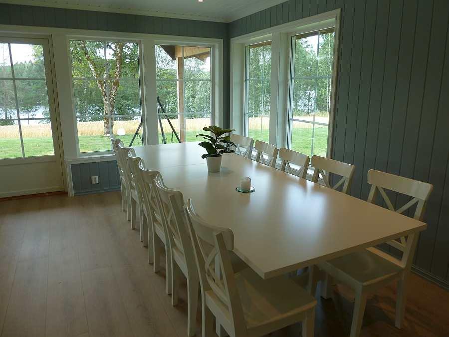 Der große Esstisch im Wohnbereich