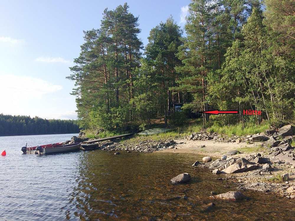 Ferienhütte Skauhytta direkt am Ufer des Sees Stora Le (Hütte siehe Pfeil)