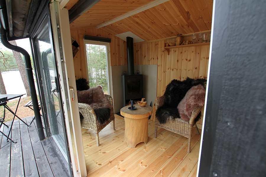 Blick von der Veranda in die Hütte