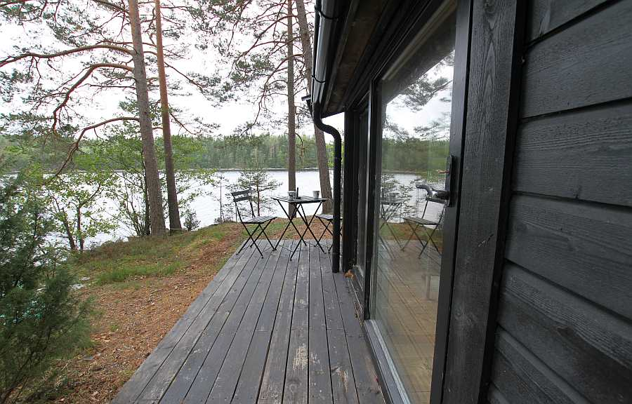 Die unmittelbare Lage am Seeufer des Stora Le ist nicht mehr zu toppen!