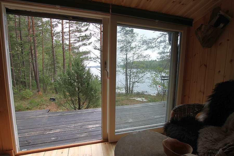 Blick aus der Hütte auf die Veranda