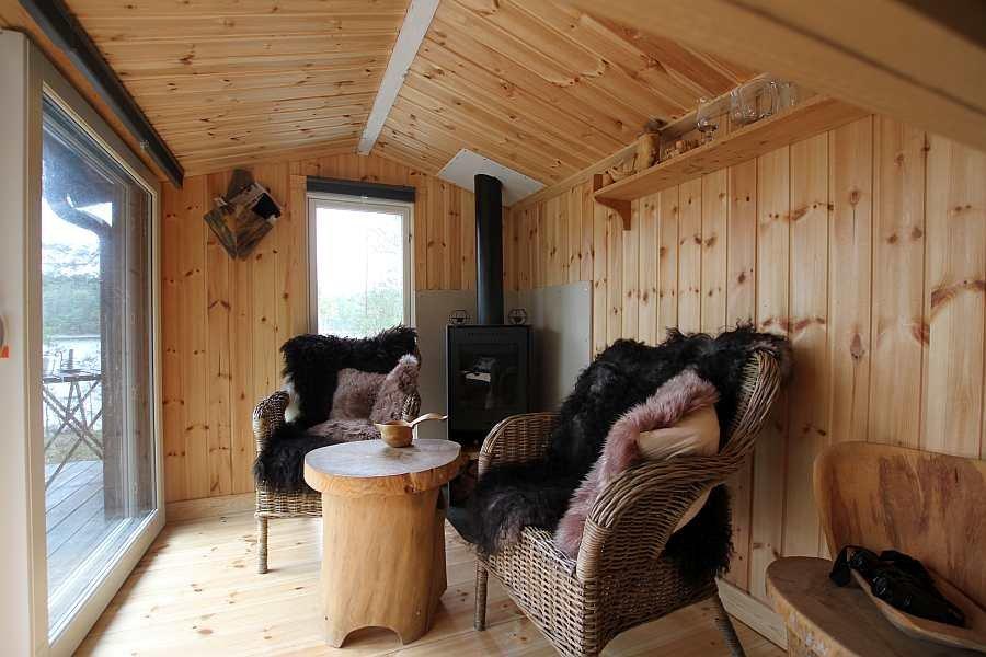 Blick in die Sitzecke der Ferienhütte