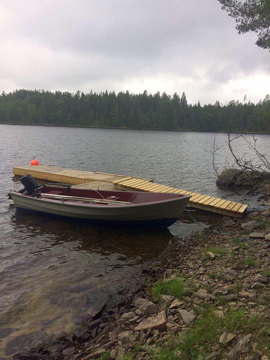 Direkt vor der Hütte liegt das Boot am eigenen Steg - es ist bereits im Hüttenpreis enthalten!
