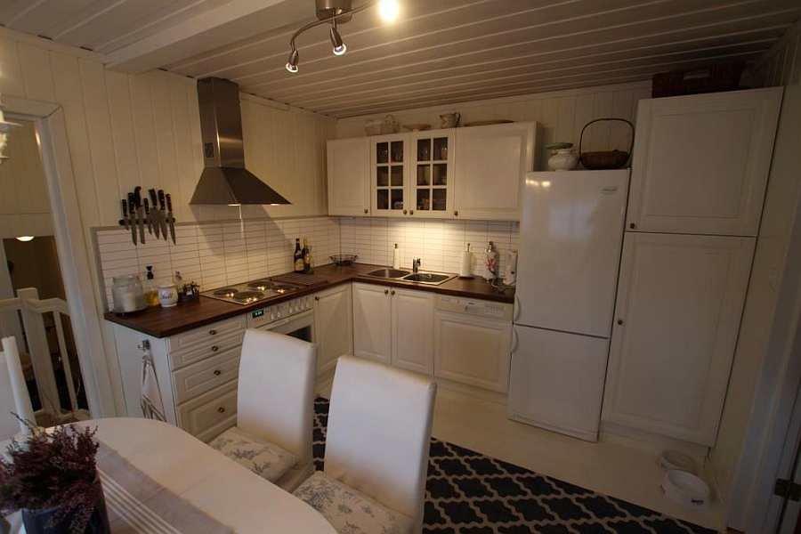 Die moderne, komplett ausgestattete Küche des Ferienhauses
