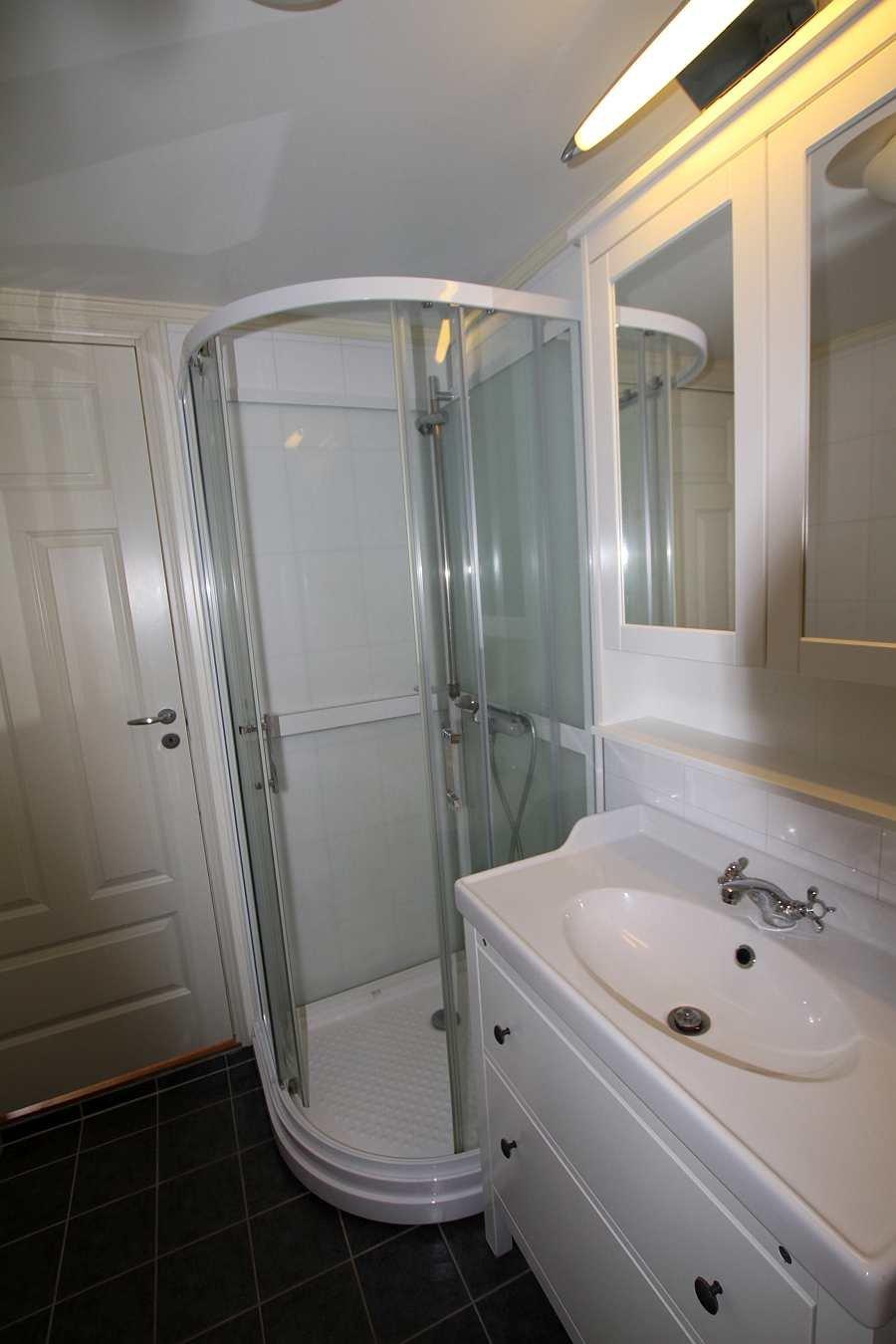 Das Bad verfügt über  eine Fußbodenheizung