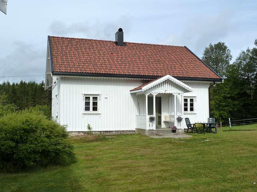 Ferienhaus Sørstua liegt auf einem großen Gartengrundstück