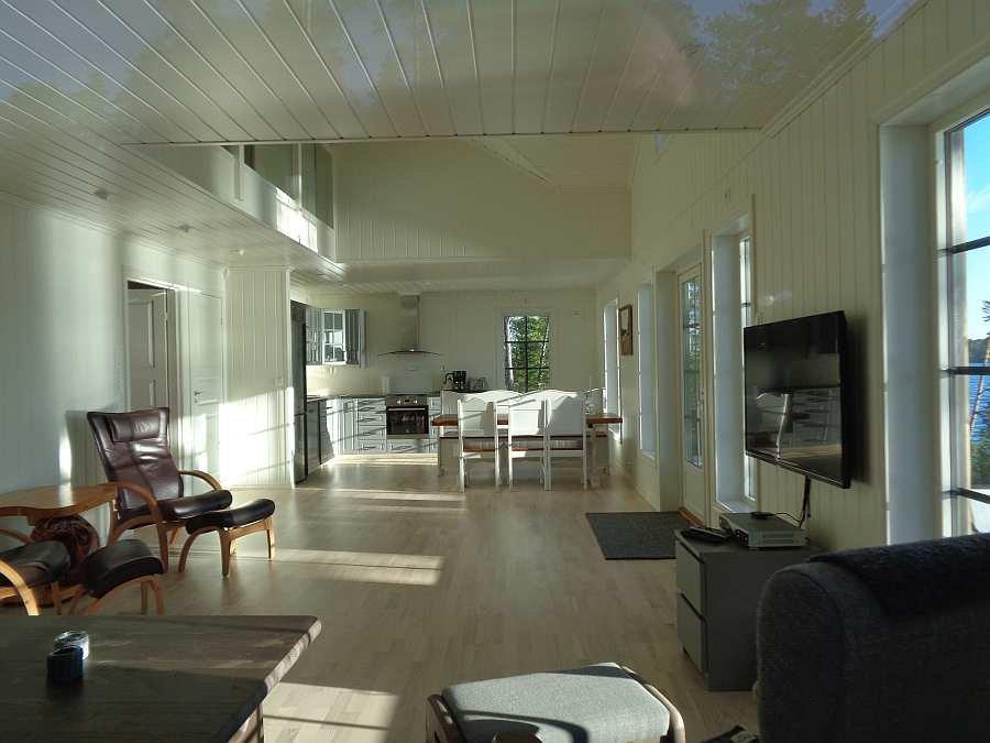 Blick vom Sitzbereich des Wohnzimmers zum Essbereich