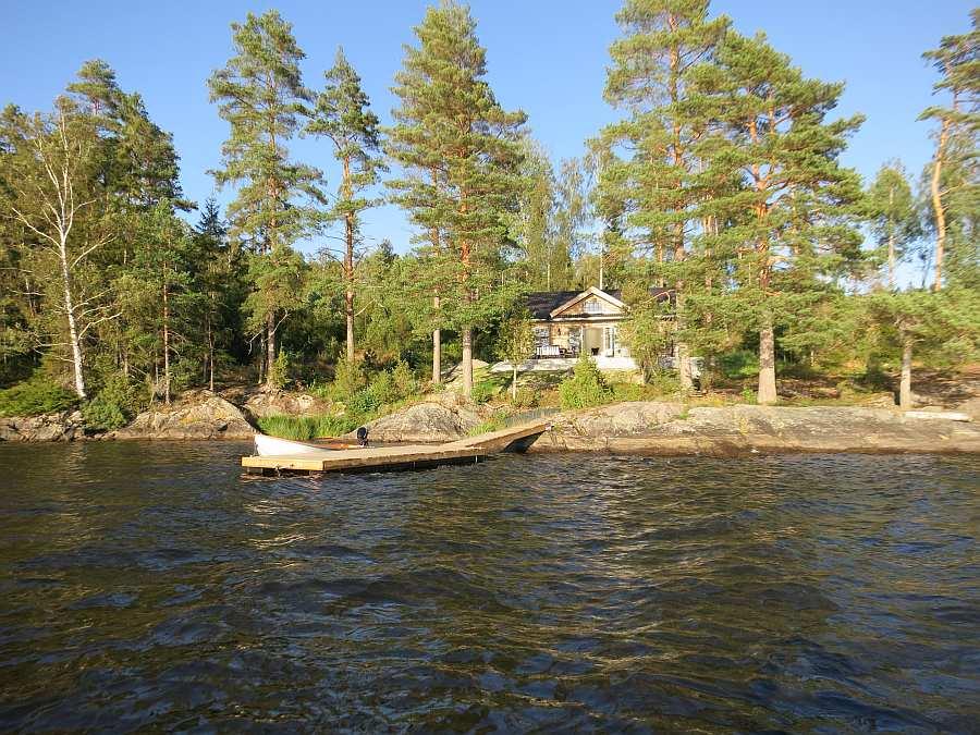 Der See liegt Gästen im Haus Solspillet unmittelbar zu Füßen...