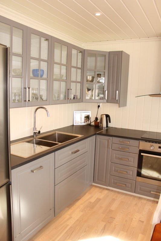 Die Küche ist modern und komplett ausgestattet