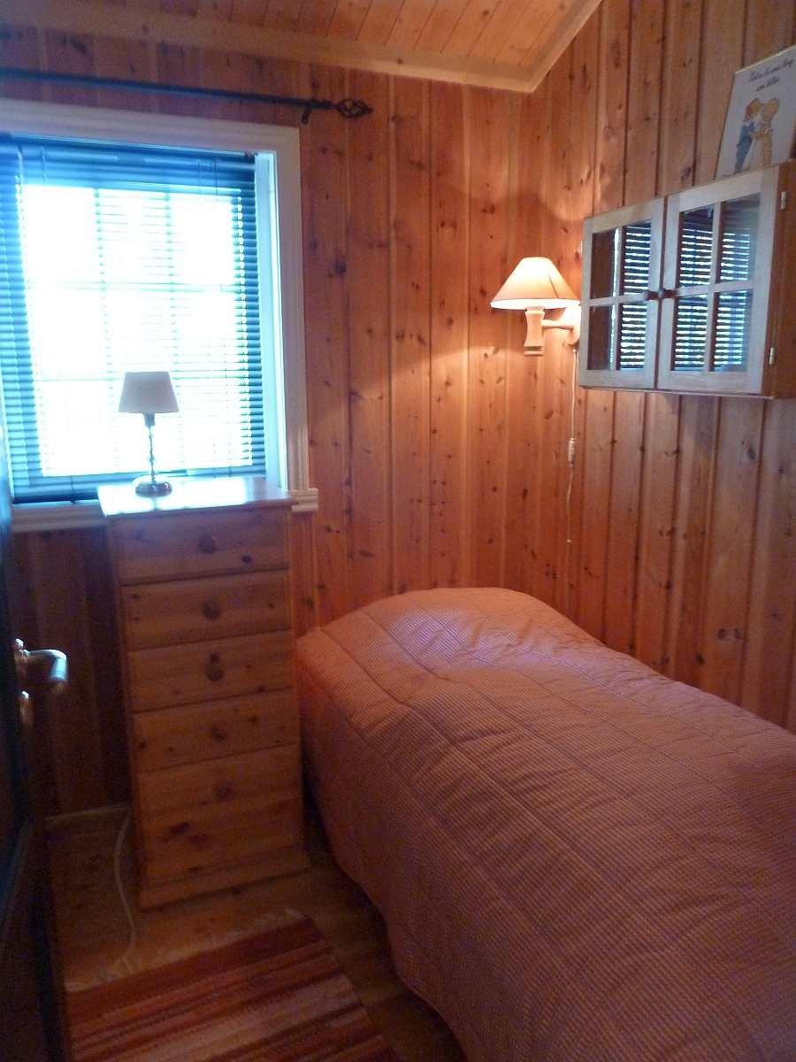 Das Schlafzimmer mit dem Einzelbett