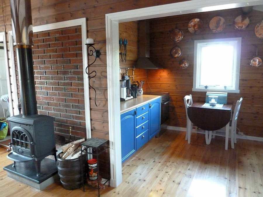 Blick vom Wohnbereich in die offene Küche