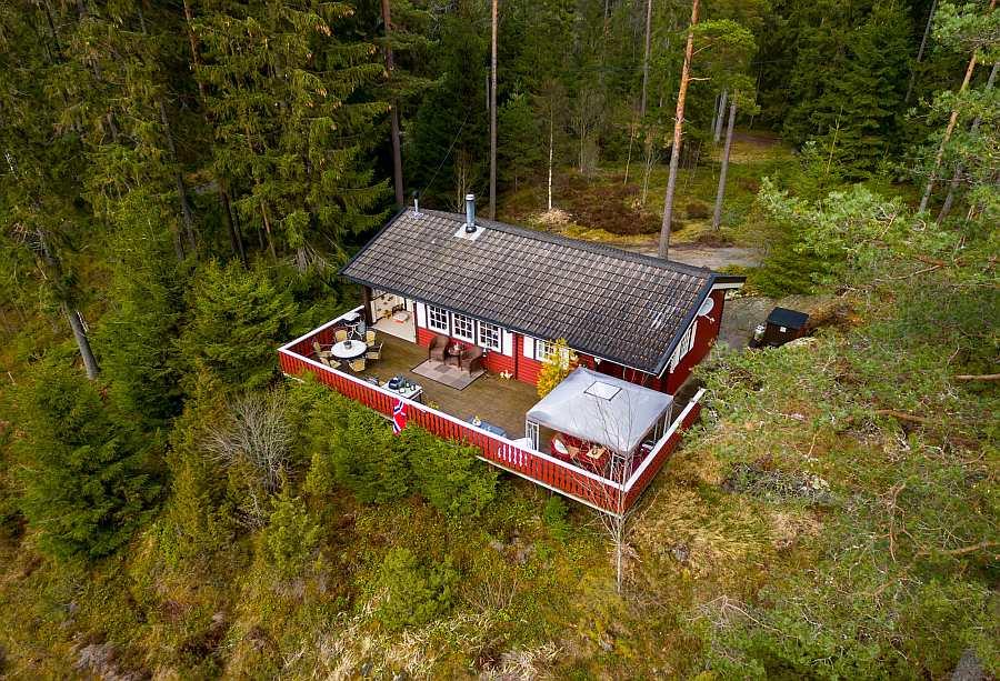Blick auf die Veranda. Typisch norwegische Gemütlichkeit - Ferienhaus Stine