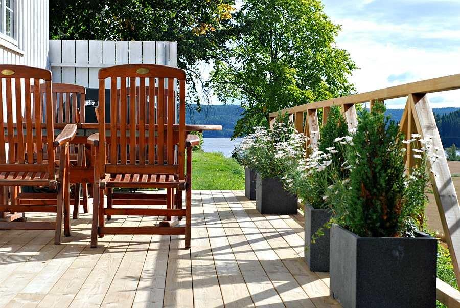 Die Terrasse des Hauses mit Seeblick