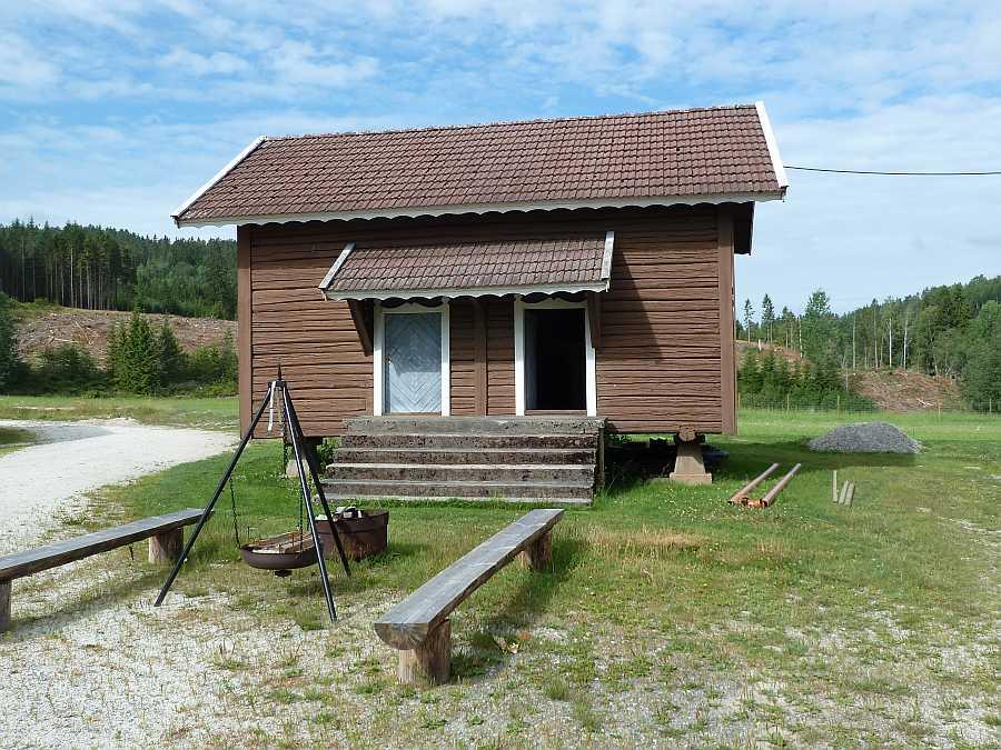 Feuerstelle vor dem Lagerhaus, die für gemütliche Abende genutzt werden kann