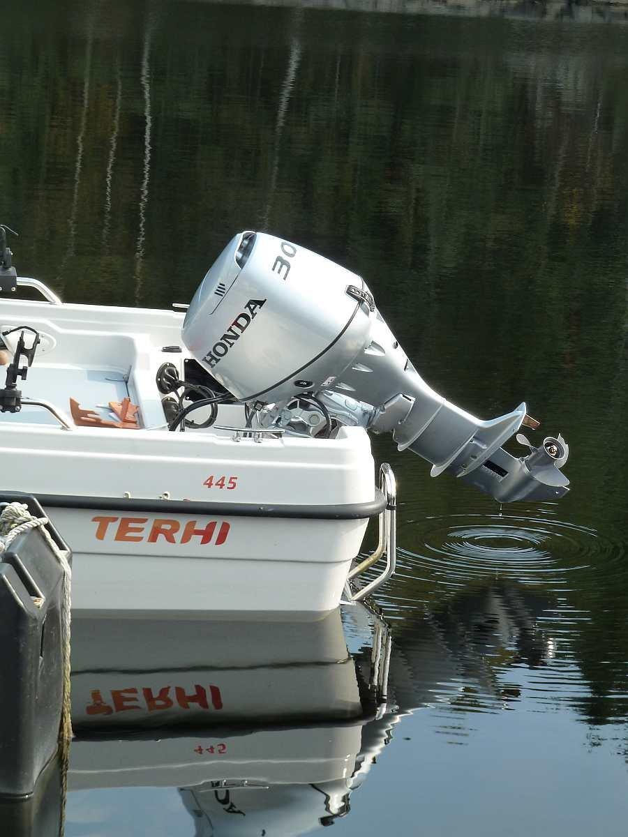 Die 30 PS-Honda 4-Takt Motoren machen die Boote zu perfekten Schleppbooten