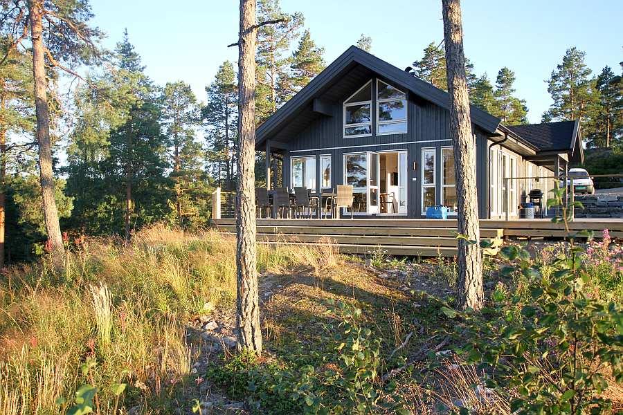 Haus Tolsby liegt ungestört auf einem Naturgrundstück
