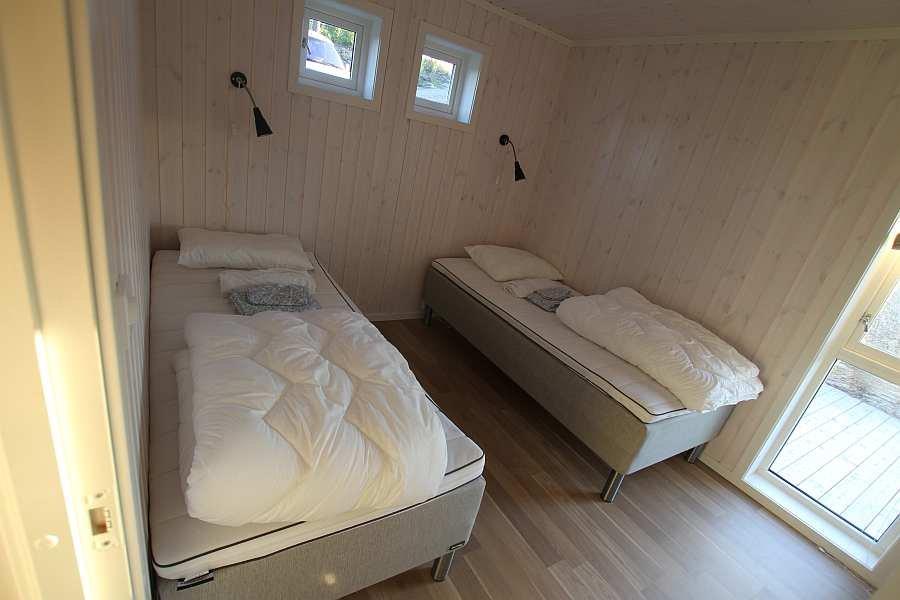 Eines der  5 Schlafzimmer mit je zwei Einzelbetten - hier im Erdgeschoss