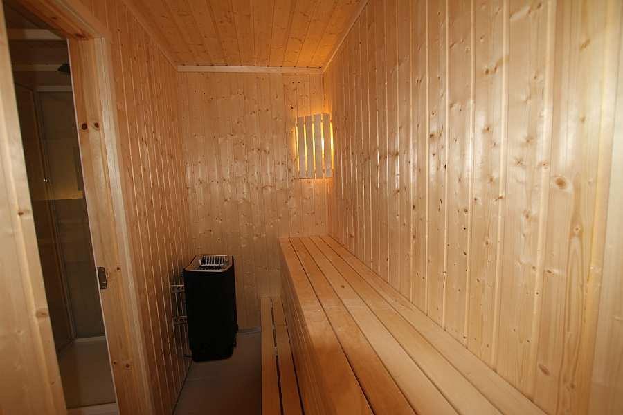 Die elektrisch betriebene Sauna des Hauses