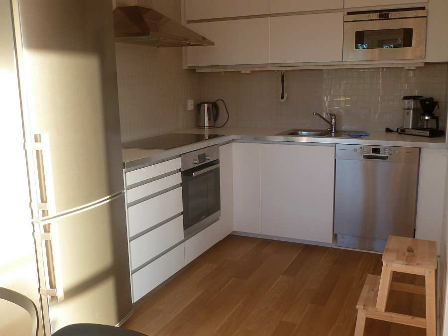 Die moderne Küche des Hauses ist vollkommen ausgestattet