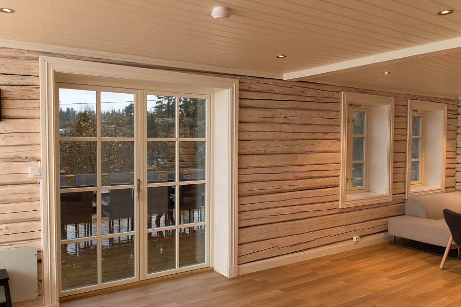 Vom Wohnbereich hat man direkten Zugang zur großen Terrasse