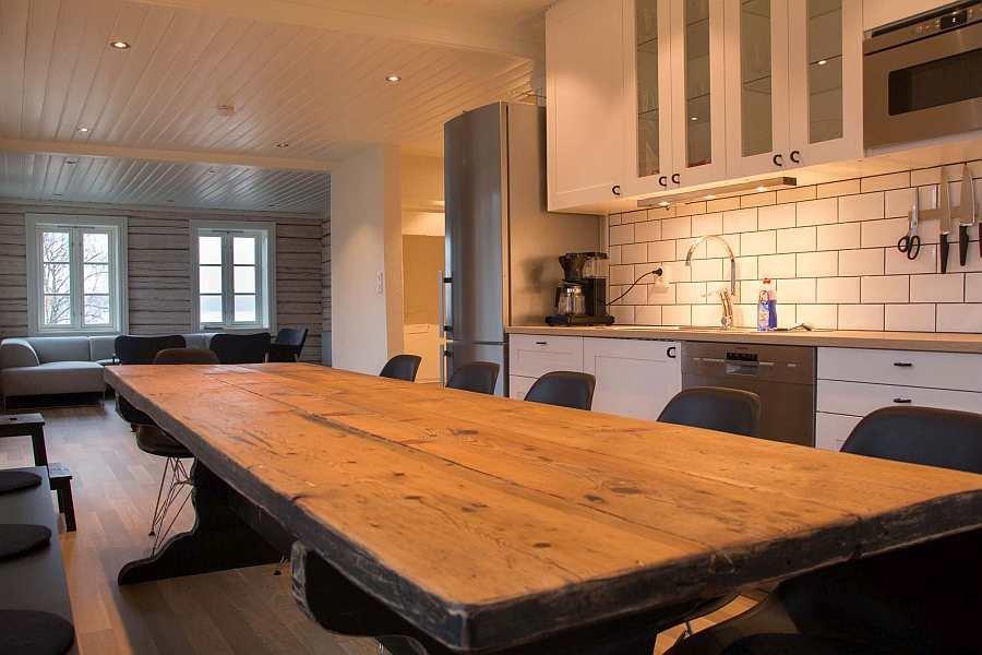 Die Küche ist freundlich, modern und offen zum Wohnbereich