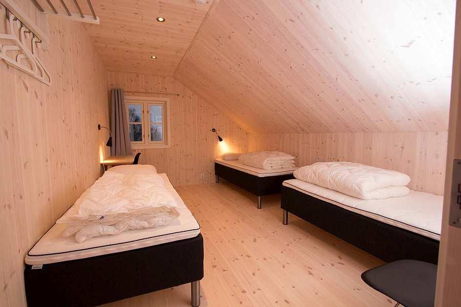 Eines der  zwei Schlafzimmer mit jeweils 3 Einzelbetten