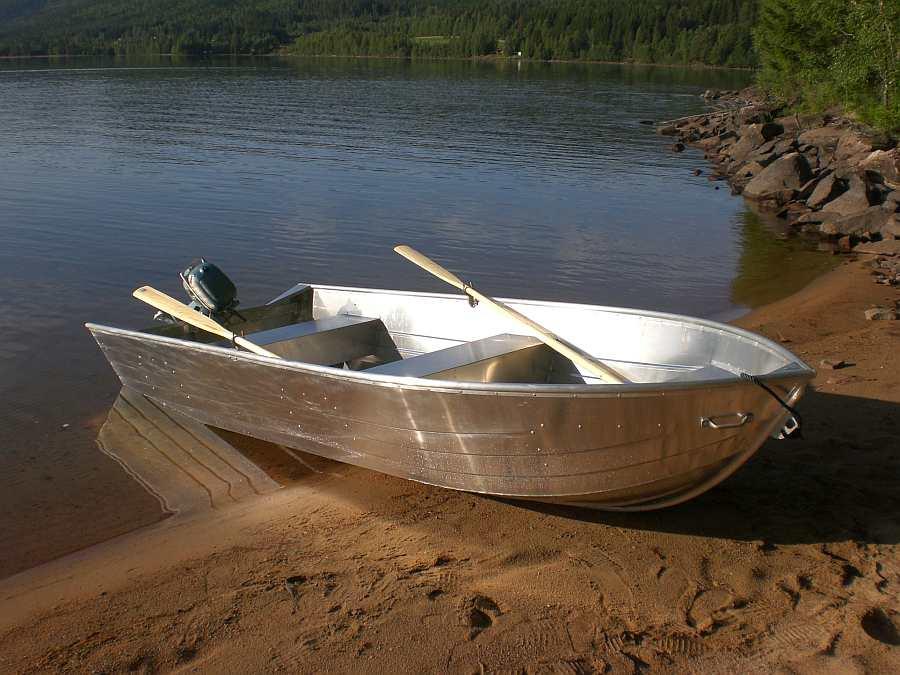 Bereits im Hauspreis enthalten: Aluboott <Viking> 15 Fuß mit 6 PS-4-Takt-Motor - ideal auch zum Schleppen