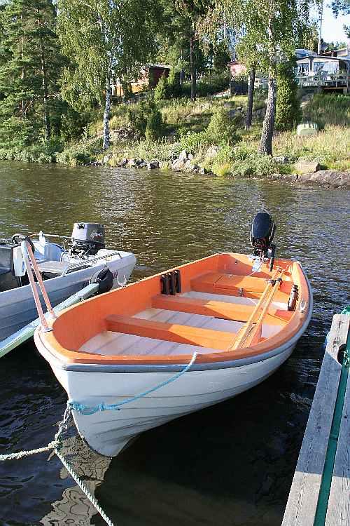 Bereits im Hauspreis enthalten: Angelboot 15 Fuß mit 6 PS-4-Takt-Motor - ideal auch zum Schleppen