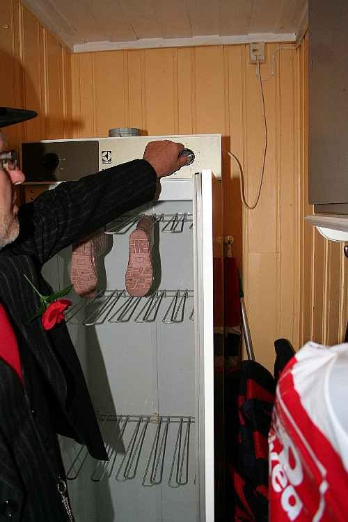 Praktisch: Der elecktrische Trockenschrank für Kleidung.