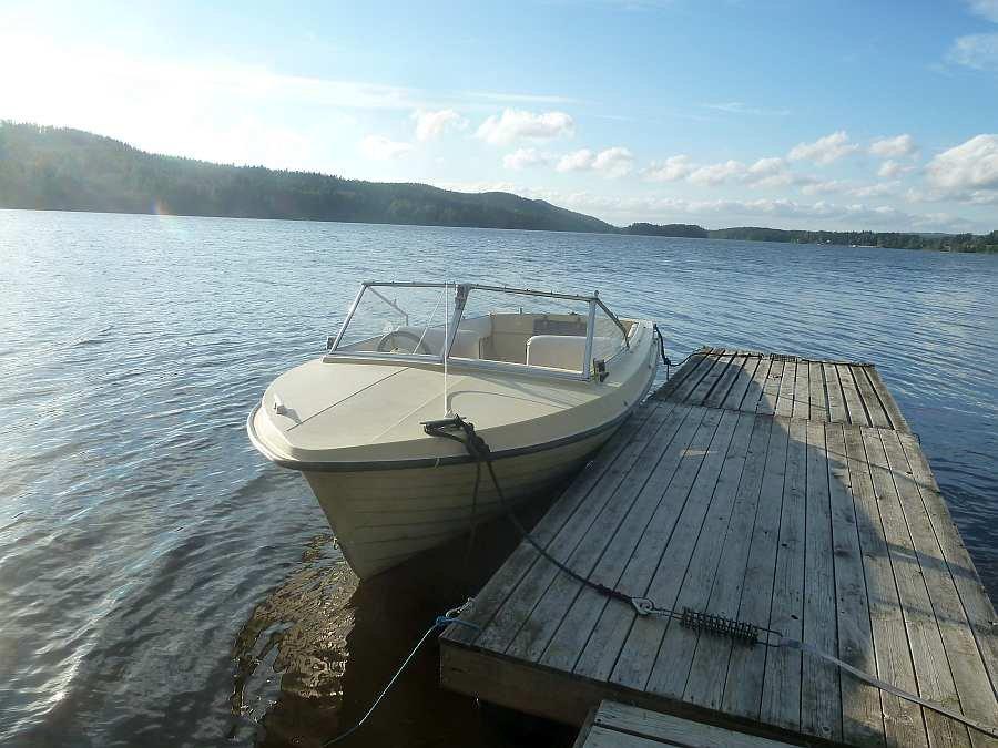 Bereits im Preis enthalten - Motorboot 17 Fuß mit 6 PS, Viertaktmotor.