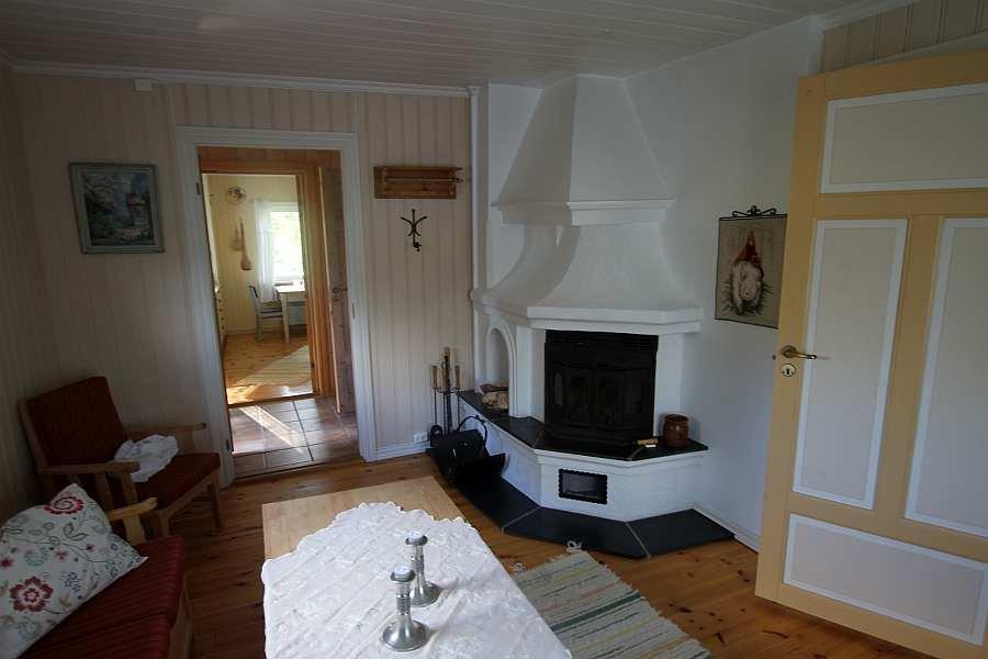 Der Wohnbereich des Ferienhauses mit Blick in die Küche