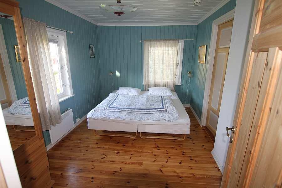 Schlafzimmer Nr. 2 - mit zwei Einzelbetten (zum Doppelbett zusammenstellbar)
