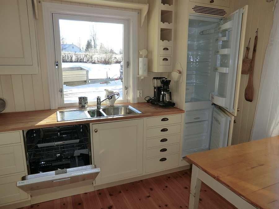 Die Küche ist komplett ausgestattet.