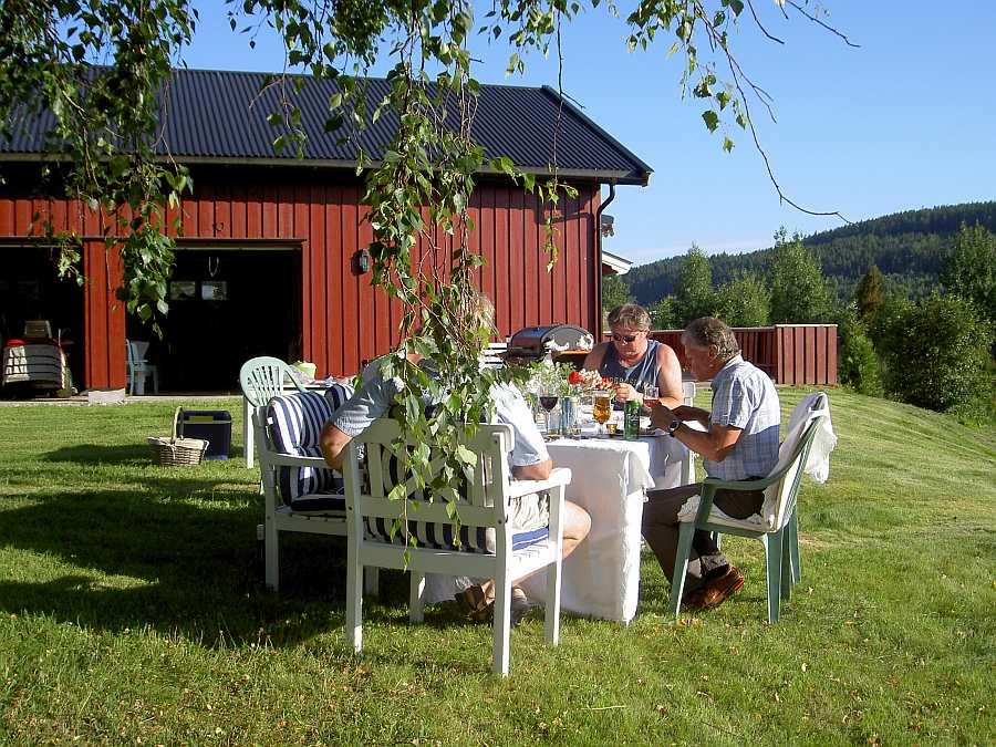 Essen Sie einfach wo Sie wollen... auf dem riesigen Gartengrundstück finden sich viele herrliche Plätze