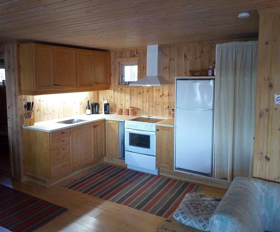 Die offene Studioküche des Ferienhauses ist komplett eingerichtet