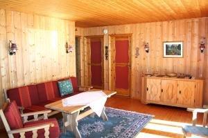 Wohnbereich des Ferienhauses. Sat-TV mit vielen deutschen Programmen verfügbar
