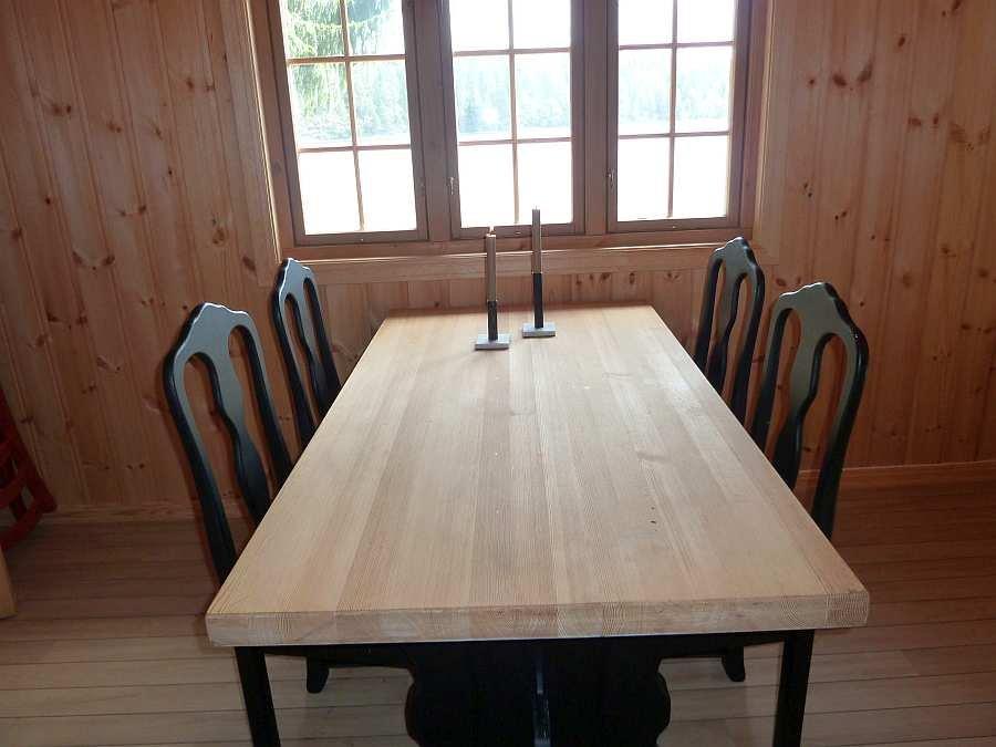 Zur Zeit wird das Wohnzimmer mit auch der noch fehlenden Sitzecke noch renoviert - neue Bilder folgen!